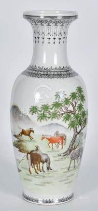 70年代 粉彩八駿圖瓶