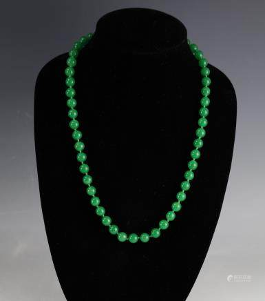 14K Gold Clasp Green Easten Jade Beads Necklace