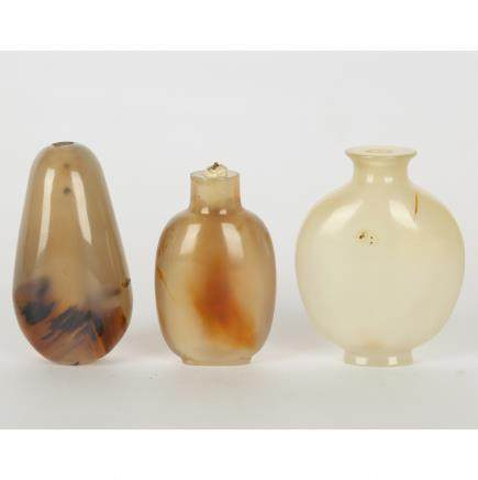CHINESE SET OF 3 AGATE SNUFF BOTTLE