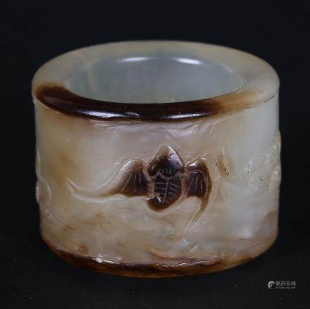 CHINESE AGATE CARVED THUMB RING