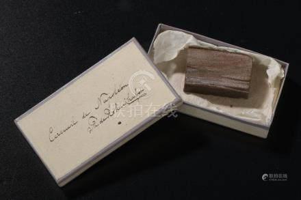 Relique de Sainte-Hélène.Petite boite en carton, manuscrit sur le couvercle « C