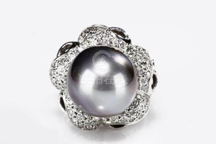 A TAHITI GREY PEARL DIAMOND RING