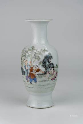 民国 粉彩婴戏图瓶 (口有冲线 )洪宪年制款 Republic Period, Small Famille-rose Children-at-play Vase Hongxian Mark Minor line at rim 高(Height):24cm