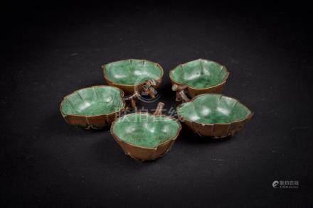 五个梅花杯 Five Plum-blossom Cups 高(Height):3.2cm 宽(Width):7cm