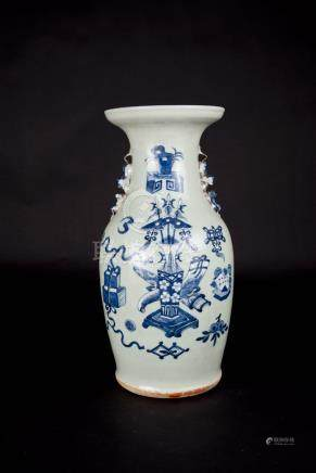 清中期 豆青花博古瓶 Qing, Pea-green Precious Emblems Vase 高(Height):43.5cm
