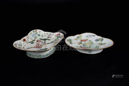 清 粉彩人物花鸟高脚盘 Qing, Two Famille-rose Figures and Flowers Stem Plate 高(Height):4.5cm,7.6cm 宽(Width):27.8cm,28.8cm