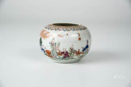 雍正 粉彩人物水盂 Yongzheng, Famille-rose Water Jar with Figures 高 (Height): 6cm