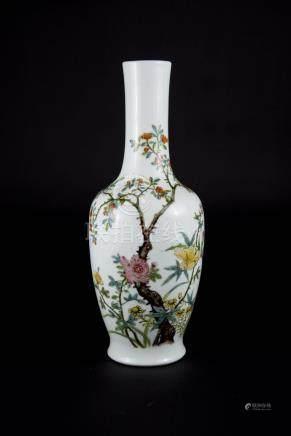 洪寭 粉彩花卉花瓶 Hongxian,Famille-rose Floral Vase 高(Height):23cm