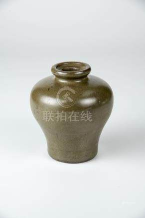 雍正 茶叶末小梅瓶 Yongzheng, A Small Tea-dust Glazed Meiping 高 (Height): 11.5cm