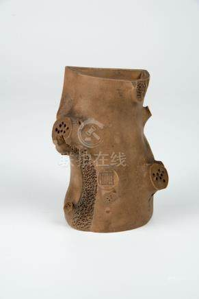 民国 紫砂古树壁瓶(全鸿)Republic Period, Yixing Wall-Hung Twig Vase Mark of Quan Hong 高(Height):14cm