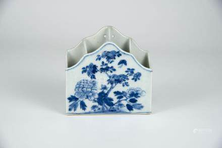 道光 青花花卉壁瓶 Daoquagn, Blue and White Wall-Hung Floral Vase 高(Height):13cm 长(Length):13cm 宽(Width):4cm