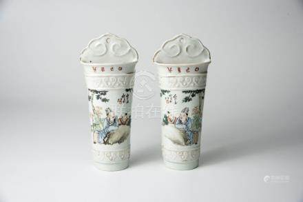 民国 浅绛彩人物壁瓶(一对)Republic Period, A Pair of Famille-rose Wall-Hung Vase With Figures 高(Height):22cm