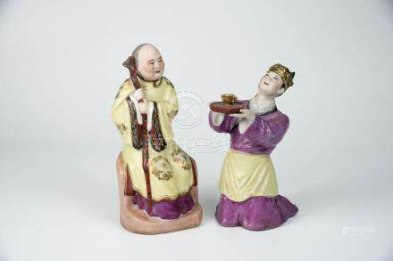 敬老母茶 Porcelain Figure of Tea Ceremony for the Elder 高(Height):19.5cm,17.5cm