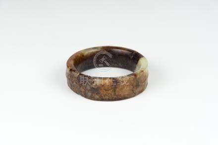 汉玉手镯(有裂)Han Dynasty, Jade Bracelet 直径 (Diameter):7.8cm 重(Weight):110g