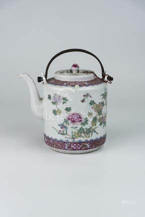 民国 粉彩花卉图带桃子盖直筒壶Republic Period, Famille-Rose Floral Teapot with Peach Cover 高(Height):16cm