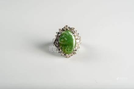 铂金镶翡翠戒指                  A Platinum Jadeite Ring