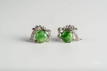 铂金镶翡翠玉耳环(一对)        A Pair of Platinum Jadeite Earrings