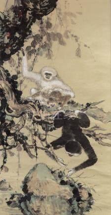 翁文光 (b.1948)猿猴 立轴纸本Weng Wenguang Monkeys Hanging Scroll,Ink & Color on paper 高(Height): 135cm 宽(Width): 69cm