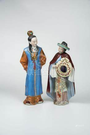 红楼梦人物两个Two Porcelain Figures from The Red Chamber 高(Height):27cm 32cm
