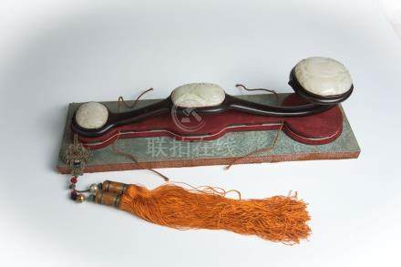 清 乾隆玉如意Qing, Qianlong, Ruyi Scepter inlaid with Jade 长(Length):50cm