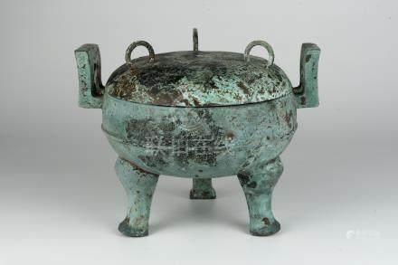 汉 青铜三足鼎Han, Bronze Tripod Ding 高(Height):20cm 宽(Width):26cm