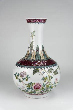 民国 粉彩花卉蝙蝠红料框赏瓶 底冲线洪宪年制款Republic Period, Famille-rose Floral with Bat Baluster Vase Minor Line at Base Hongxian Mark 高(Height):38cm