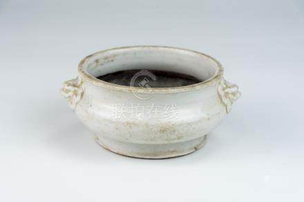 清 德化狮子耳碗底香炉Qing, Dehua Censer with Lion Handles 高(Height):6cm 宽(Width):15cm