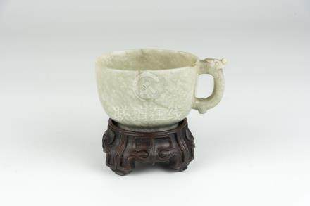 明 鸡骨玉龙把杯Ming, Chicken-White Jade Cup with Dragon Loop Handle 高(Height):6cm