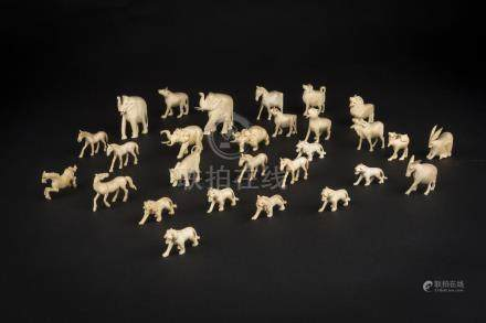 民国象牙动物群Republic Period, Group of Carved Ivory Animals 高(Height):5cm重(Weight):370g