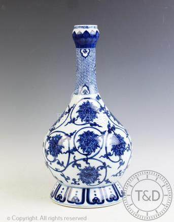 A Chinese porcelain blue and white suantouping vase, Jiajing six character mark,