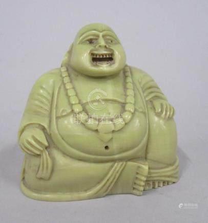 CHINE - Petit Bouddha riant en pierre de lard verte. H. 7 cm