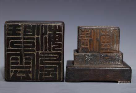 CHINESE BLACK AMBER SEAL WITH ROSEWOOD CASE