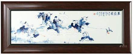 2014年 徐國琴 青花'嬰戲圖'瓷板硬木掛屏 (附證書)