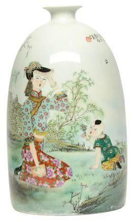 2011年 蔡玲玲 粉彩'母子情'瓶 (附證書)