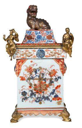 CISTERNA IN PORCELLANA IMARI CON COPERCHIO MONTATA A OROLOGIO, CINA, XVIII SECOLO