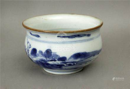 A 19th century Chinese Qing dinasty container in white and blue porcelain