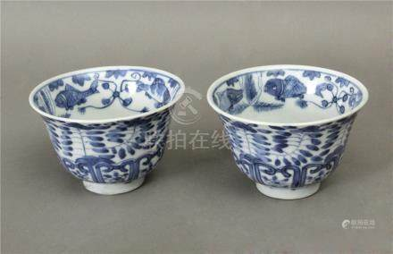 Pair of 19th century Chinese Qing Dinasty tea cups in blue and white porcelain