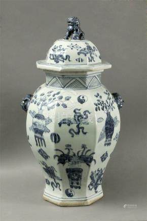 19th century Chinese Qing vase in porcelain