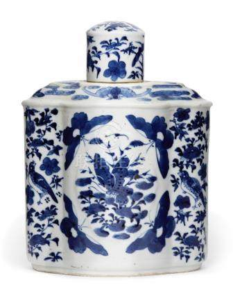 A Chinese porcelain lobed tea cannister and cover, mid-19th century, painted in underglaze blue with