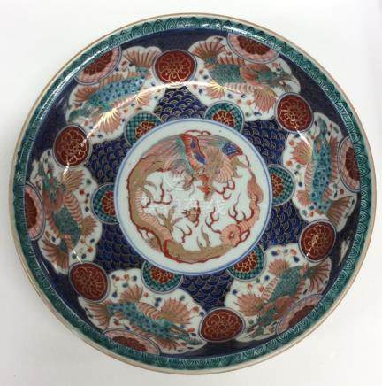 A good Chinese circular bowl attractively decorate
