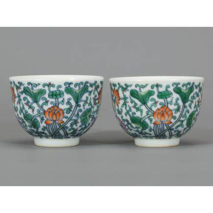 CHINESE PAIR OF WUCAI FOLIAGE PORCELAIN CUP