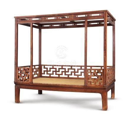 明十六/十七世紀 黃花梨萬字紋圍子六柱架子床