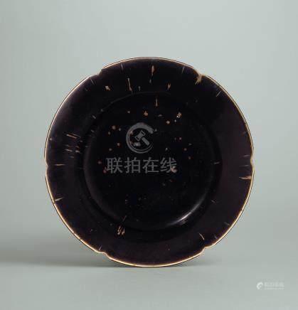 北宋 定窯黑釉褐斑花口折腰盤