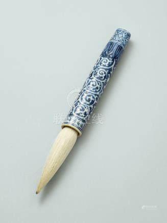 明宣德 藍地白花卷草紋筆管 六字楷書橫款