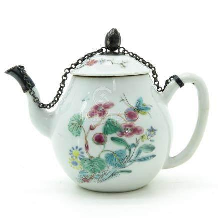 A Famille Rose Decor Teapot