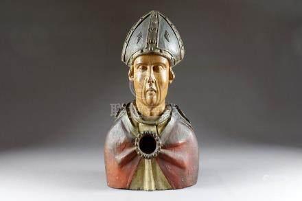 Buste de Saint, formant Reliquaire. Coiffé d'une mitre et portant un manteau ro