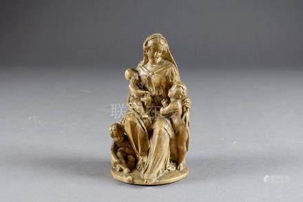 Vierge de Charité. Plâtre patiné. XIXe siècle.Hauteur: 13 cm.