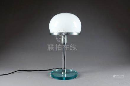 De style Bauhaus. Lampe de table champignon, à capeline d'opaline blanche, sur