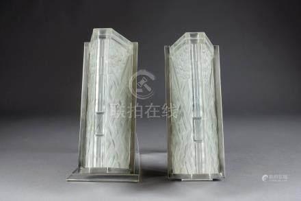 Paire d'Appliques de Forme lingot, Art Déco. Epais verre moulé, pressé et dépol