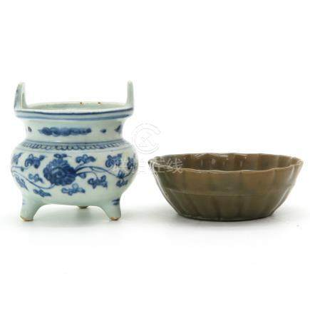 A Blue and White Decor Censer with Celadon Tray